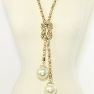 Jewelry - Pearl Pendant Necklace